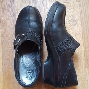 Ariat black leather clogs with silver decoration
